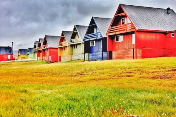 Longyearbyen-colourful-houses-660x440