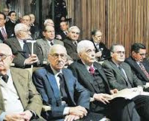 los comandantes en el juicio