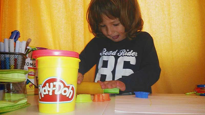 niño-jugando-y-sacando-la-lengua-2-educadiver