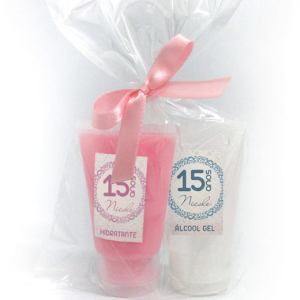Kit bisnaga ácool gel e hidratante, embalados em celofane com laço em fita de cetim