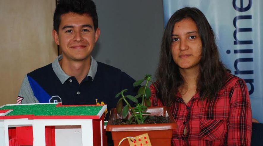 Resultado de imagen para Cristian Dallos y su novia la ingeniera eléctrica Paola Carmona