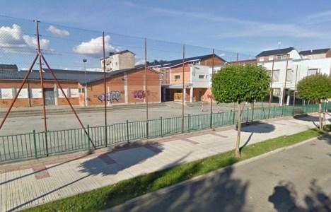 Patio del colegio Ponferrada XII tras cinco años de abandono