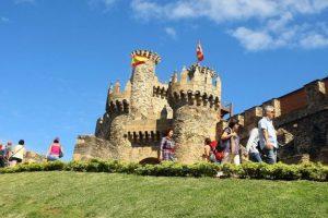Turistas en el Castillo de los Templarios. / C. Sánchez