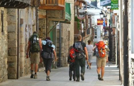 La calle Real de Molinaseca, paso del Camino de Santiago por la localidad (César Sánchez)