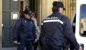 La policía local presuntamente implicada en el asesinato de Isabel Carrasco, Raquel Gago, sale de la Audiencia Provincial tras su declaración (Carlos S. Campillo)