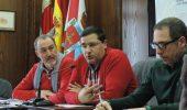 Aníbal Merayo (I) y el responsable de la empresa concesionaria, Nicolás Bragado (C)