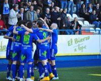 Los jugadores de la Deportiva celebran el tanto de Berrocal que abrió el marcador