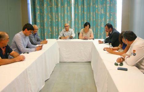 Los miembros de la junta local con Juan Elicio Fierro en el centro (C. Sánchez/Ical)