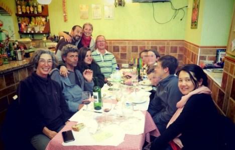 Denise, primera a la derecha, en una foto con otros peregrinos (Javier)