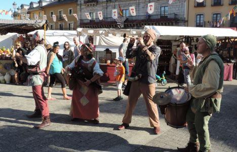 La música de este cuarteto animaron el mercado e invitaron a bailar