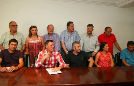 Imagen de otra de las reuniones en el salón de plenos de Fabero (C. Sánchez)
