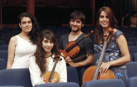 (I a D), Marta Pociñ–a, Marina Alba Barrio, Sergio del Pozo y Nuria Gonzá‡lez (Juan Lázaro)