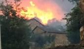 Imagen de las llamas aproximándose a las casas de Oncedo