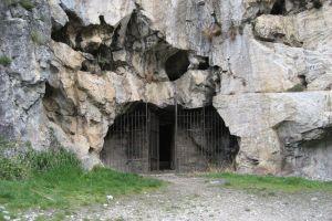 Imagen de archivo de la cueva de San Genadio