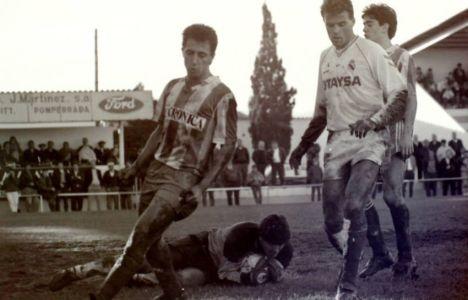 Noviembre de 1990. Imagen de Chus Abad en un enfrentamiento entre la Deportiva y el Castilla  1-1 (Destilería)