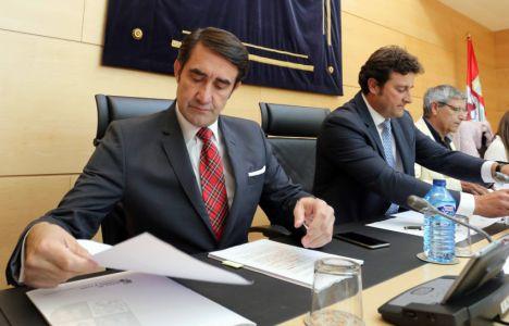 El consejero durante su comparecencia en la Comisión de Fomento y Medio Ambiente (Rubén Cacho)