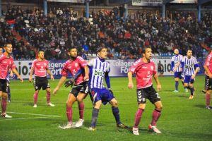 La Ponferradina en un partido ante el Tenerife en El Toralín