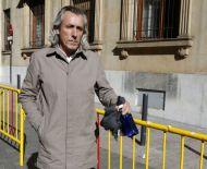 Salida de la pareja sentimental de Raquel Gago, Fernando Muñiz, tras su declaración en el juicio por la muerte de Isabel Carrasco (Carlos S.Campillo)