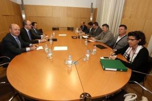 Reunión de la junta directiva de Acom con responsables de Carbunión con la presencia del vicepresidente primero de la Diputación, Francisco Castañón. (Foto: Campillo)