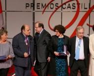 El presidente de la Junta, Juan Vicente Herrera, entrega los Premios Castilla y León 2015. En la imagen junto a Luis López Álvarez. (Foto: Margareto)