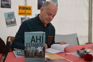 Valentín Carrera, durante la presentación de su libro de columnas, 'Ahí Estmos'.