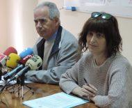 El consiliario de Cáritas Ponferrada, José Antonio Prada, y la educadora social Úrsula Macías presentaron la campaña solidaria del fin de semana