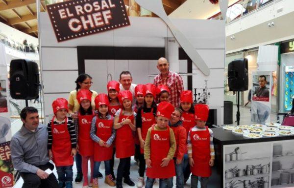 Los niños posaron con el prestigioso chef
