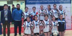 El equipo femenino de La Asunción durante el campeonato