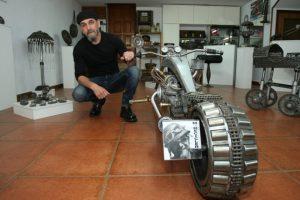 M-Recicler en su taller (Foto de César Sánchez)
