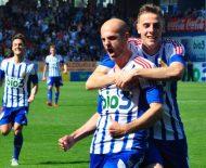 Basha y Djorjdevic celebran el gol del albanés que adelantaba a la Deportiva (R. Sevillano)