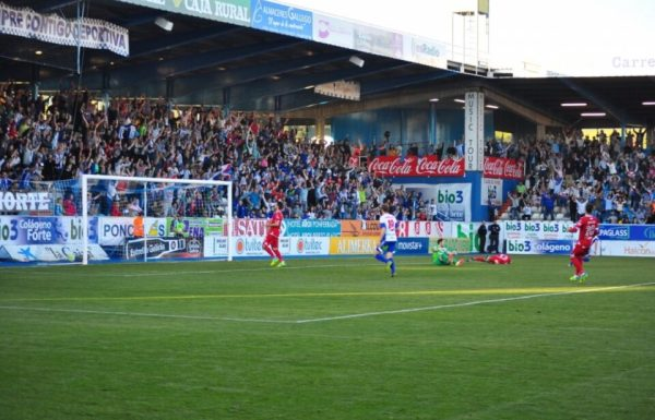 Acorán logró el tanto de la Deportiva en la segunda parte (R. Sevillano)