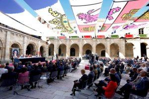 Pleno de las Cortes celebrado en la Basílica de San Isidoro de la capital leonesa. (Foto: Campillo)