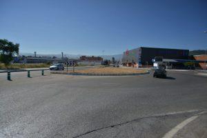 La media rotonda de la Avenida de Asturias está todavía sin remodelar, se quejó Folgueral. / QUINITO