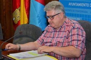 El concejal de Transporte, Ricardo Miranda, expuso las trabas a la municipalización del TUP. / QUINITO