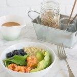 Ensalada de quinoa y gambas con aderezo de miso