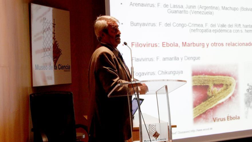 Ortiz de Lejarazu en un conferencia en el Museo de Ciencia de Valladolid en 2014.