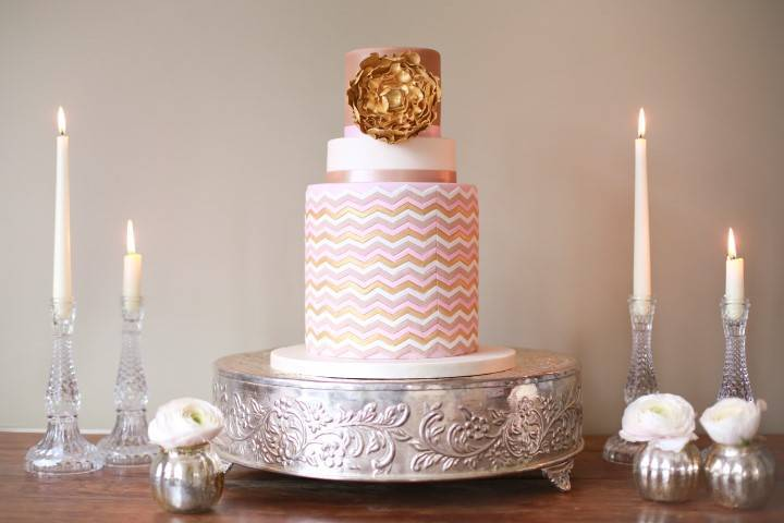 Elegant Cake Stands – The Beauty Shouldn't Stop at the Fondant