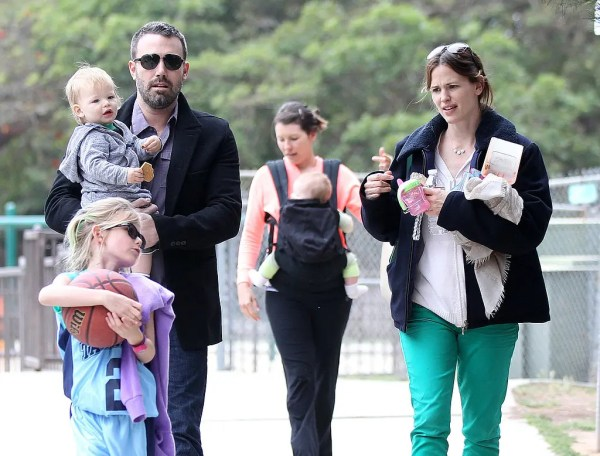 Ben-Affleck-Jennifer-Garner-took-kids-playground