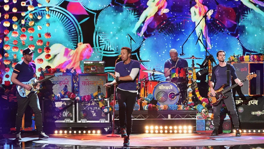 LOS ANGELES, CA - NOVEMBER 22: Singer Chris Martin (C) and musicians (L-R) Jonny Buckland, Will Champion and Guy Berryman of Coldplay perform onstage during the 2015 American Music Awards at Microsoft Theater on November 22, 2015 in Los Angeles, California. (Photo by Kevin Winter/Getty Images)
