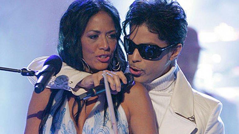 fuente cercana a la mujer, Sheila ya habría contactado a Tyka Nelson ,hermana de Prince, para que le permita ejecutar los bienes del extinto artista.