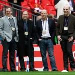 """""""Los Glazer"""" hacen arder Old Trafford con su política de fichajes"""