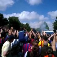 Llega el autobús del FC Barcelona al Santiago Bernabeu (video)