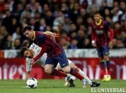 Messi y Xabi Alonso. Foto: Agencia