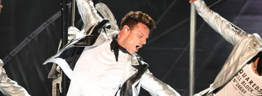Ricky Martin inicia su gira de conciertos en Las Vegas con casa llena.