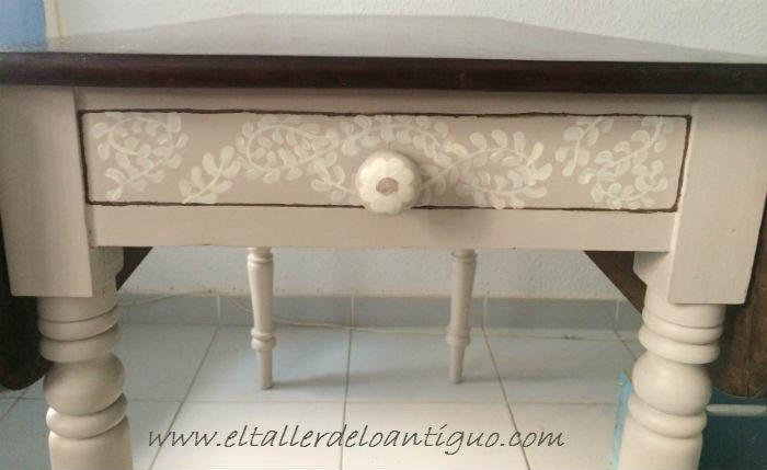 12-pintar-una-mesa-de-caoba-con-elegancia