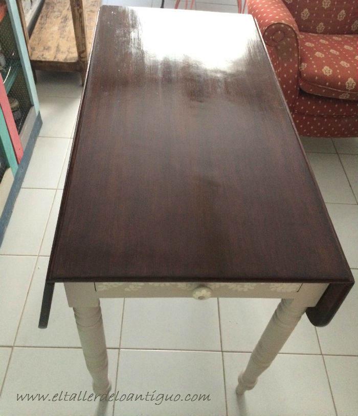 14-pintar-una-mesa-de-caoba-con-elegancia