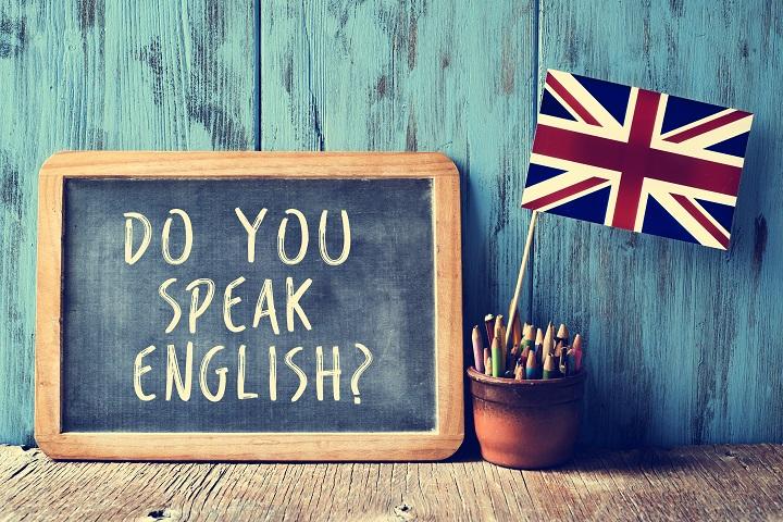 A língua oficial do turismo no mundo inteiro é o inglês