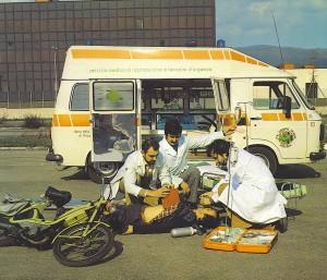 Foto 03 Dal depliant di presentazione, la ricostruzione di un intervento sanitario