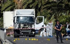 Nizza, il camion utilizzato da Mohamed Lahouaiej-Bouhlel nell'attentato del 14 luglio 2016, che ha causato  87 morti e 302 feriti