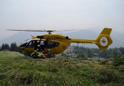 H145 I-BRXA con soccorritori hoovering